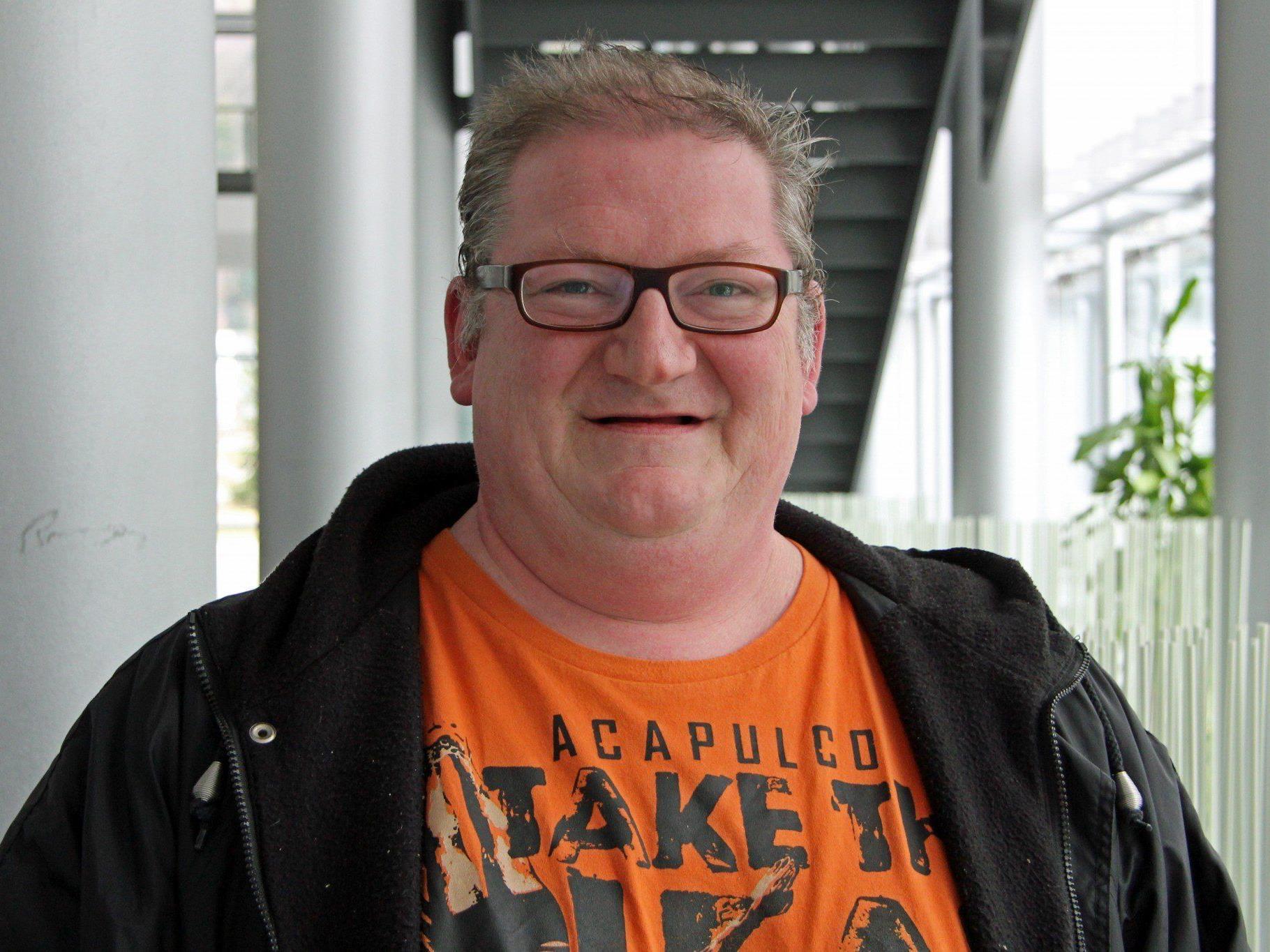 VN-Austräger Jürgen Albrich entdeckte den brand in der Volksschule Koblach.