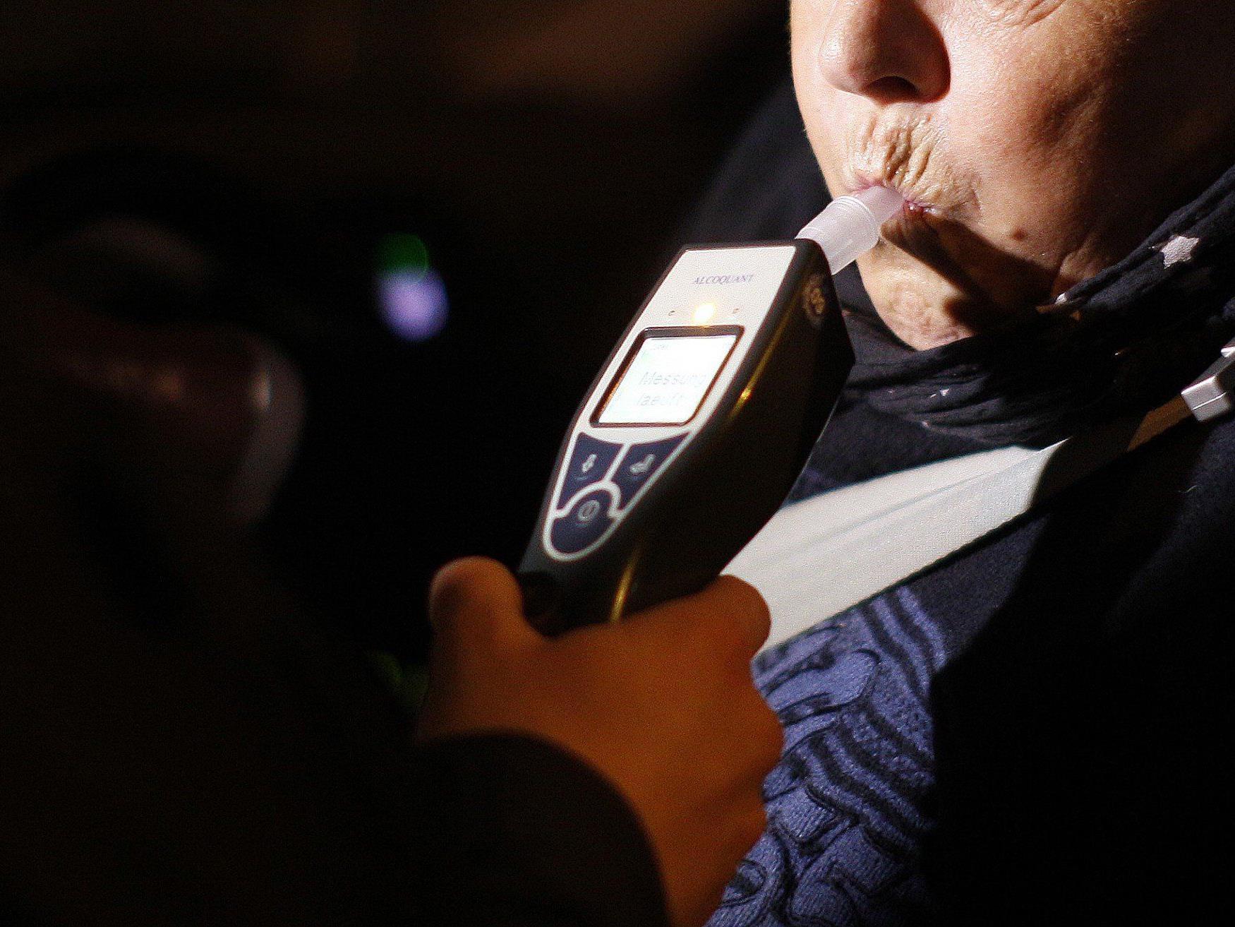 81-Jähriger war betrunken mit dem Auto unterwegs.