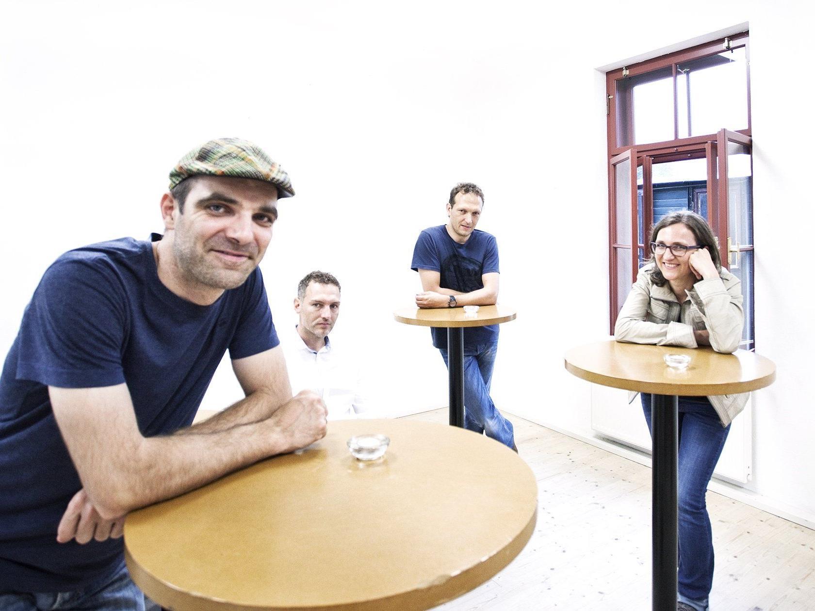 Amüsgöl macht Musik für Jede und Jeden. Nun geben die vier MusikerInnen ihre erste CD heraus.