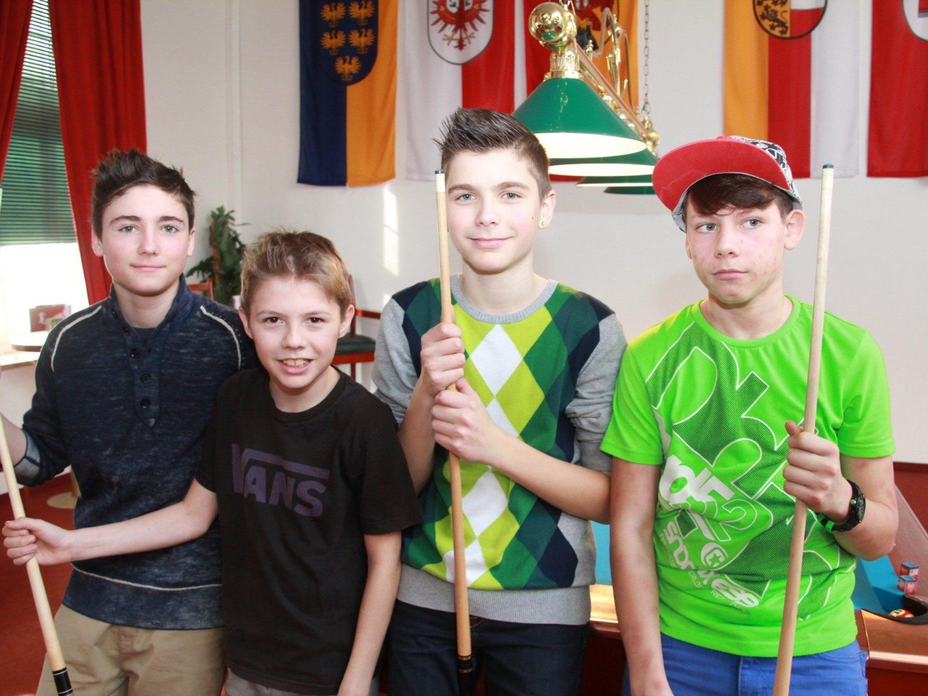 Robin, Sandro, Stefan, Luka waren begeistert vom Billard-Schnupperkurs