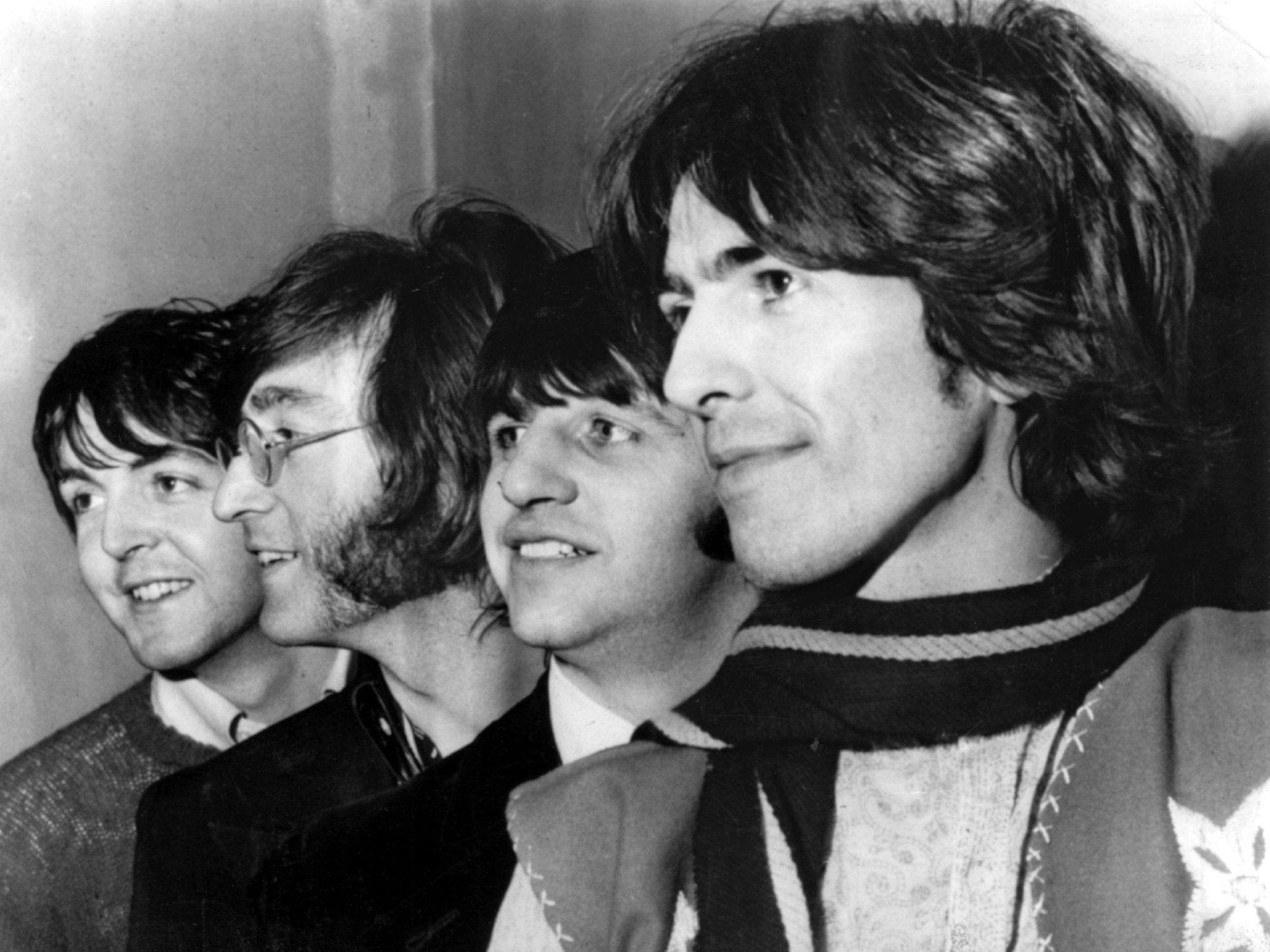 Die Musiker signierten das Stück Bühnenwand vor 50 Jahren.