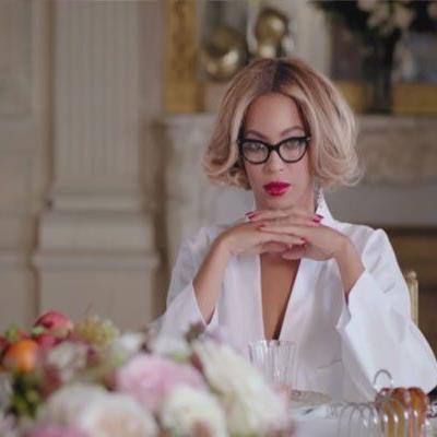 Der Song stammt von ihrem selbst-betitelten Album, das letztes Jahr veröffentlicht wurde.