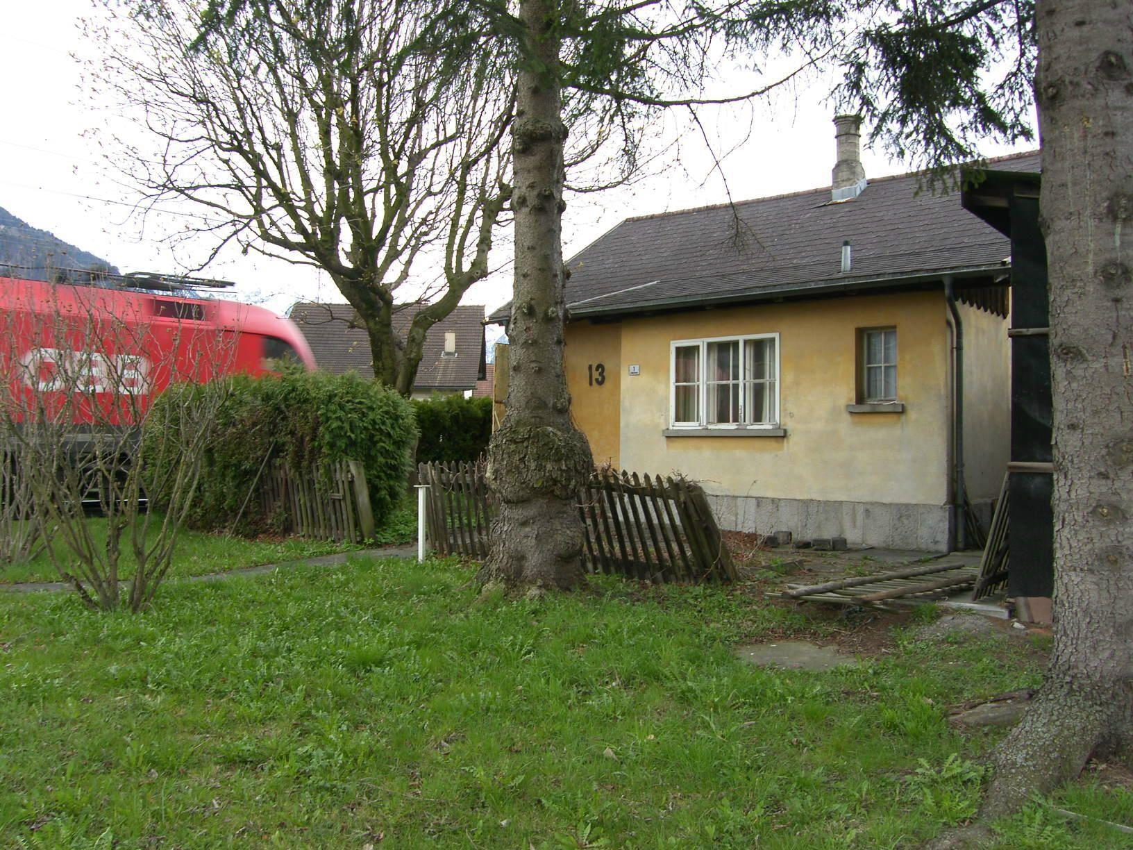 Das um 1871 errichtete Bahnwächterhäusen 13 nahe dem Bahnhof Schaan-Vaduz