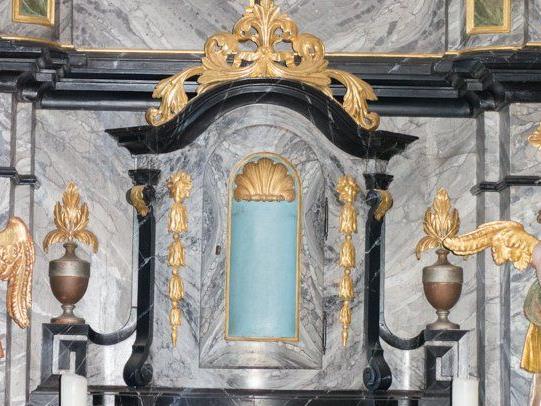 In dieser Altarnische stand bis vor kurzem das Kreuz.