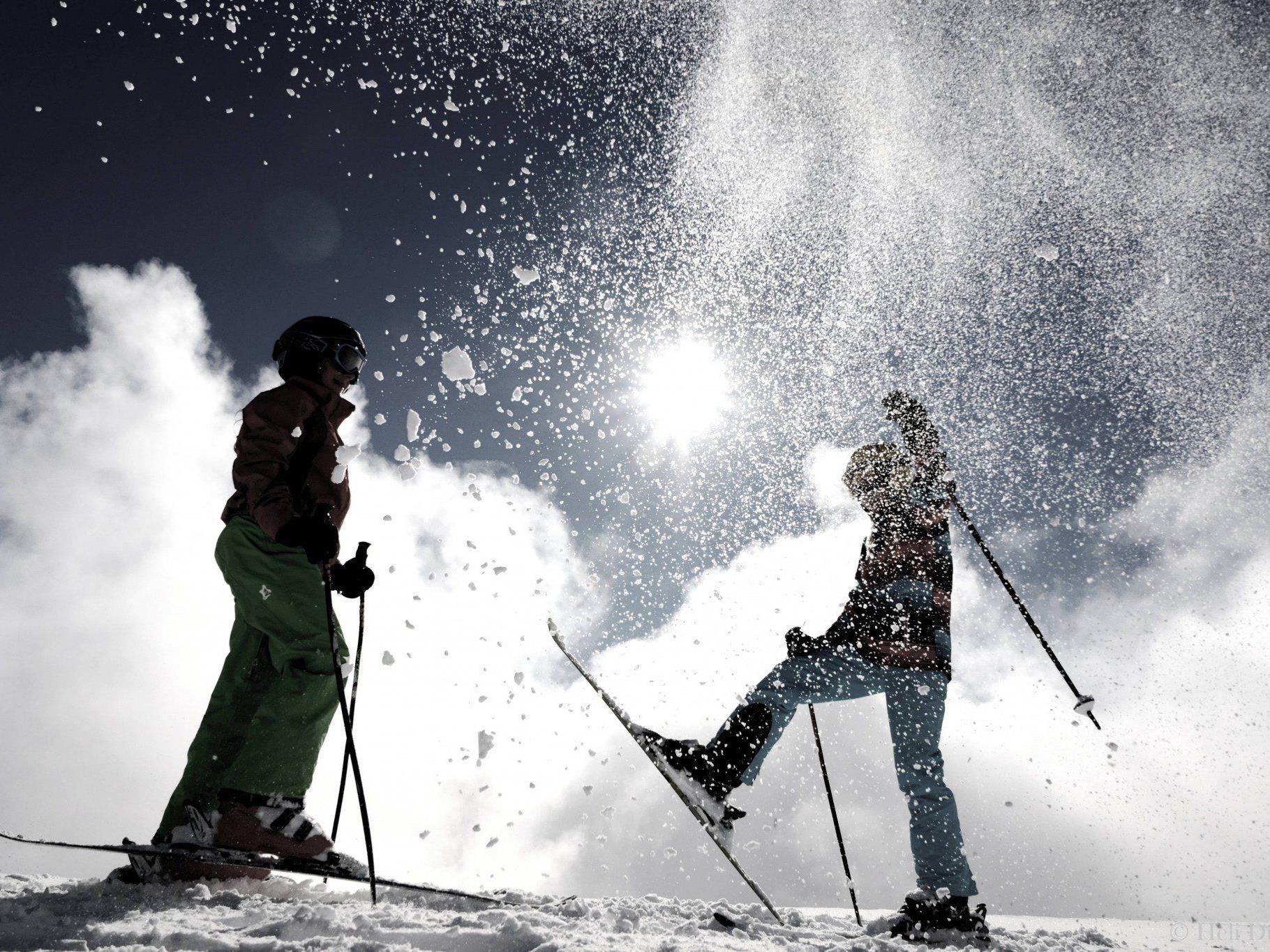 Spiel mit dem Schnee und der Sonne