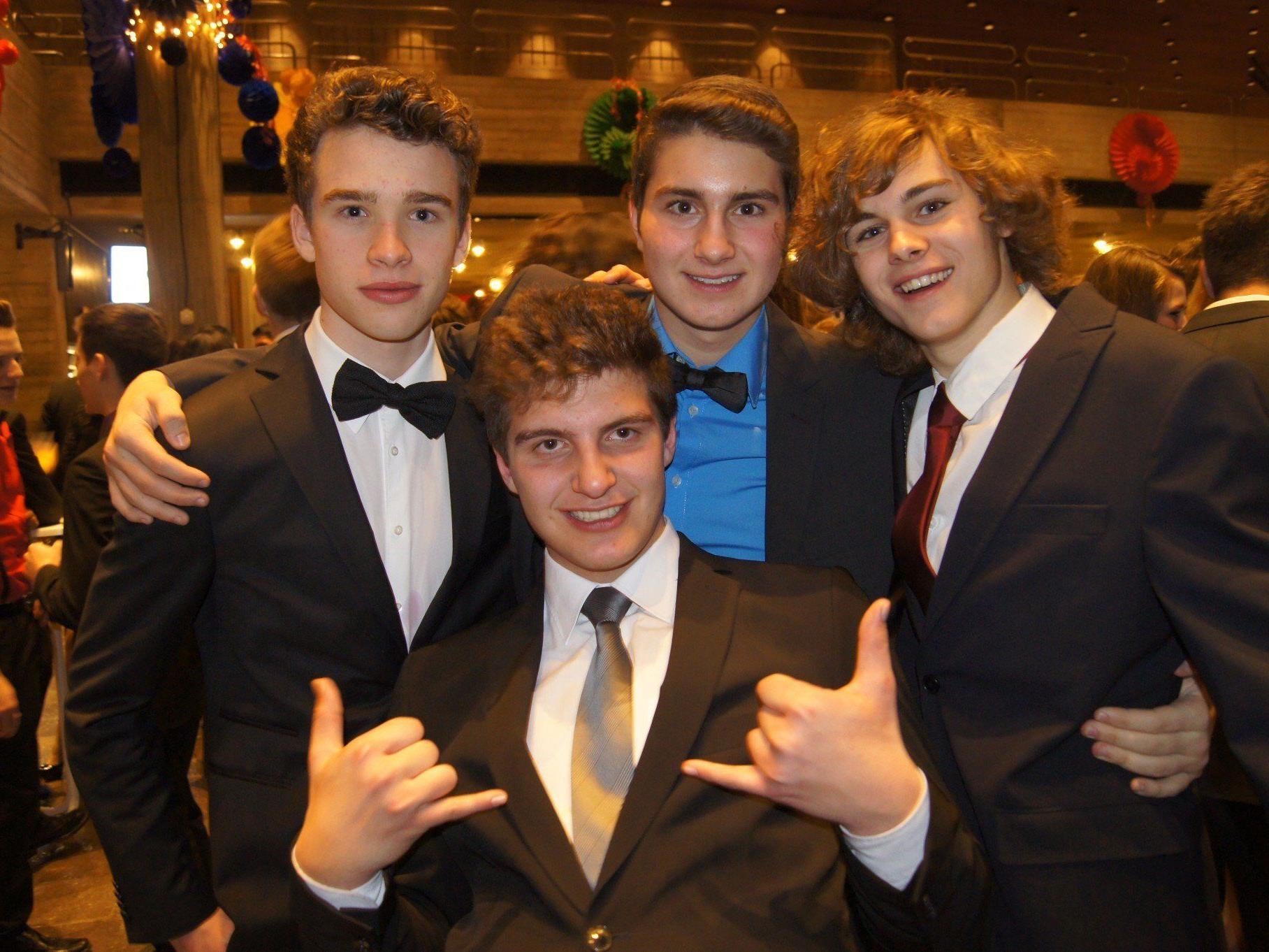 Diese vier Jungs genossen den Maturaball des BG Feldkirch.