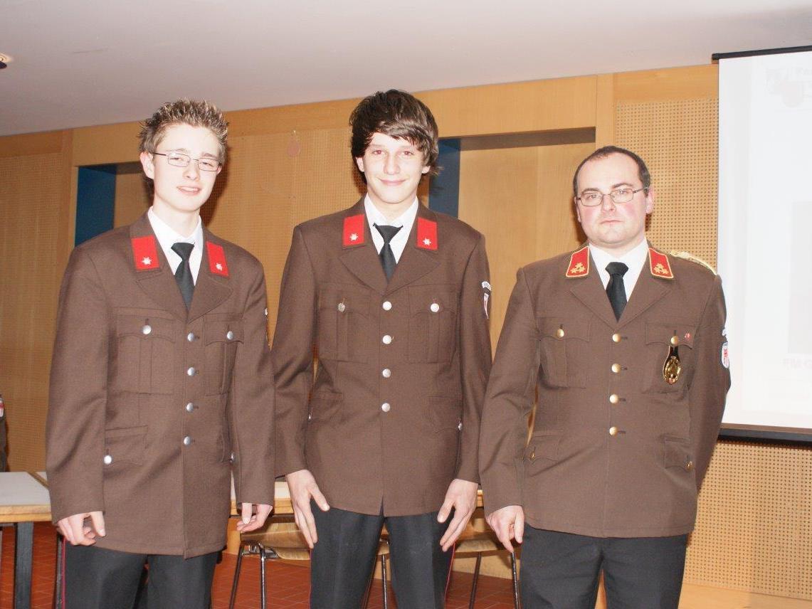 Six Emanuel und Ganahl Florian konnten sich über die durch KDT Schapler Christoph durchgeführte Angelobung freuen.