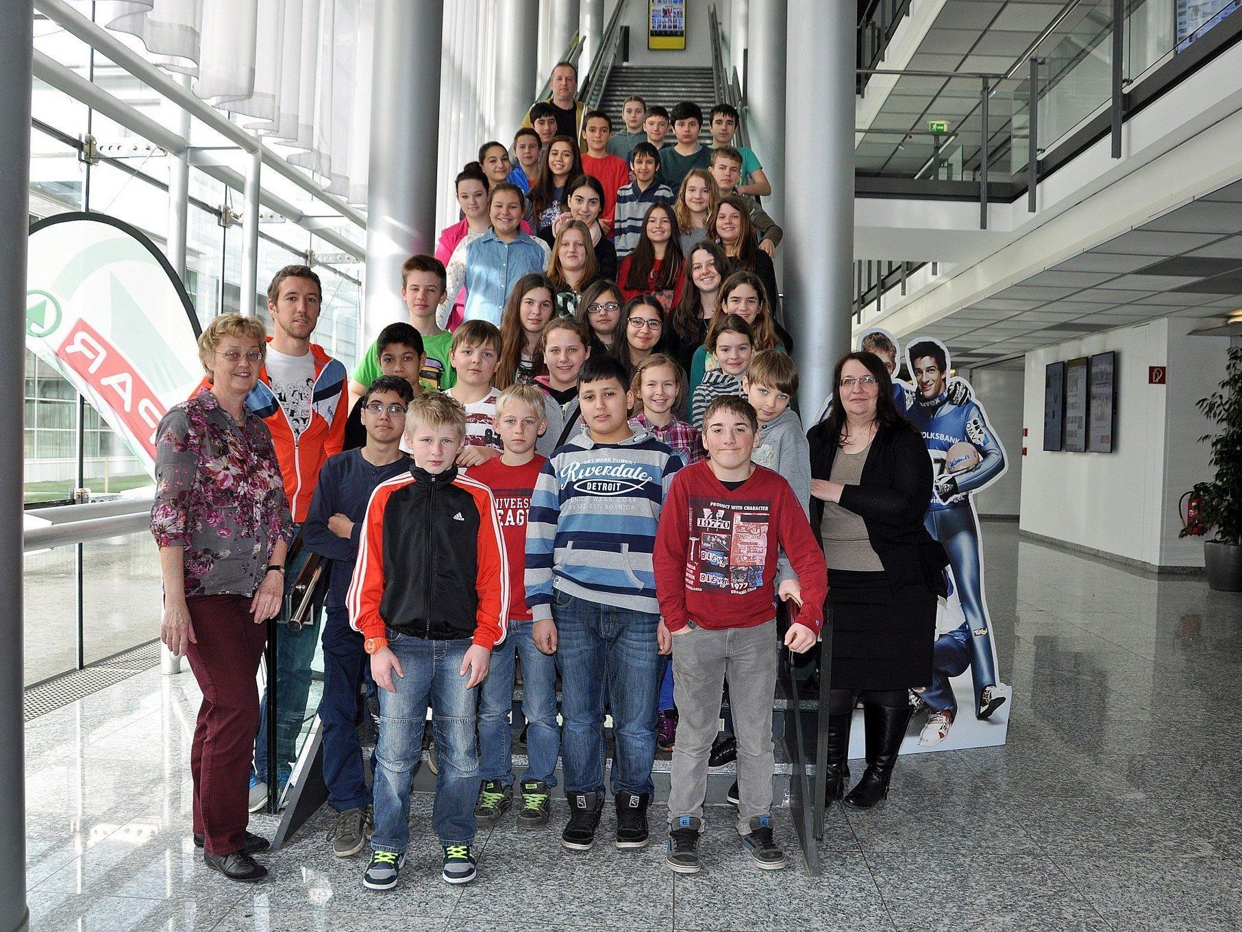 Die Klassen 2a und 2c der Mittelschule Höchst bekamen einen Einblick in die heimische Medienlandschaft.