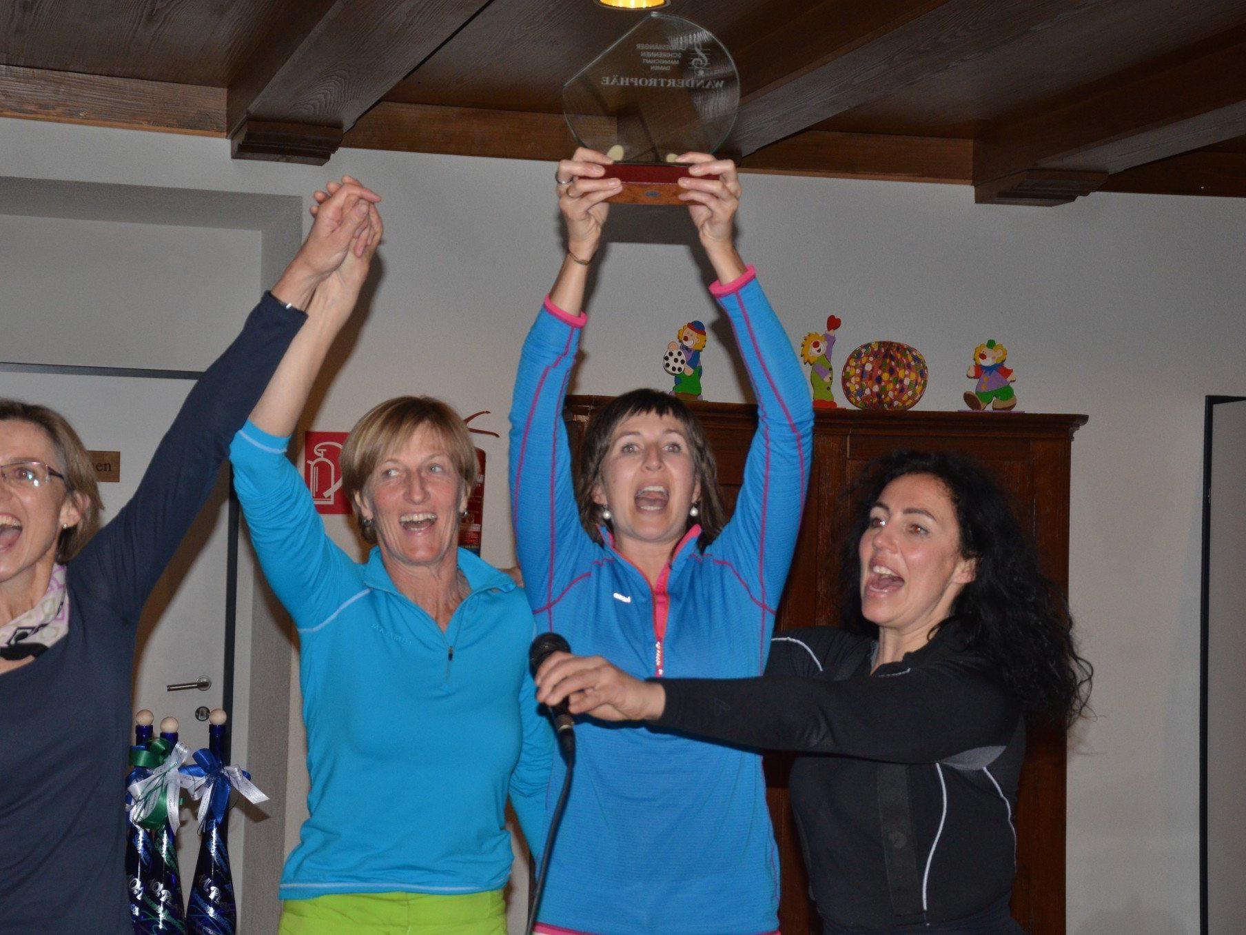 So sehen Sieger aus, sang das siegreiche Damenteam aus Au-Schoppernau