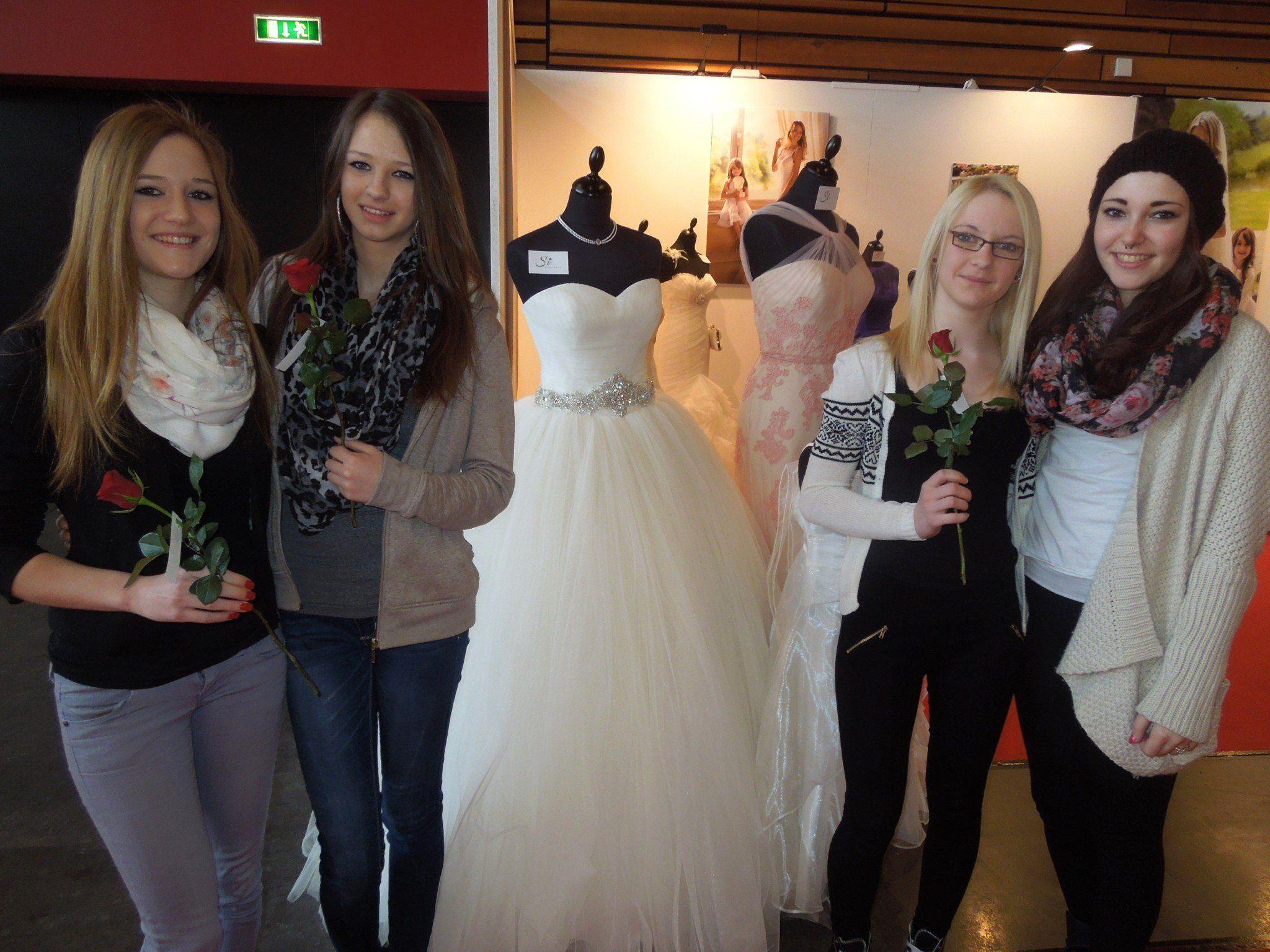 Anna, Sarah, Sandra und Ornella fanden ihr persönliches Traumkleid bei der Hochzeitsmesse vergangenen Sonntag.