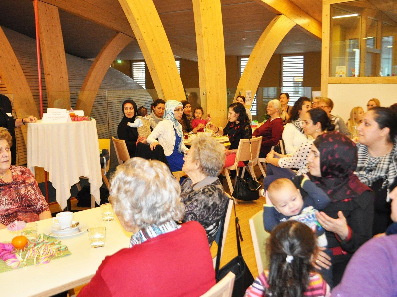Stets erfreulich großes Interesse am Angebot im Höchster Frauencafé im KinderCampus.
