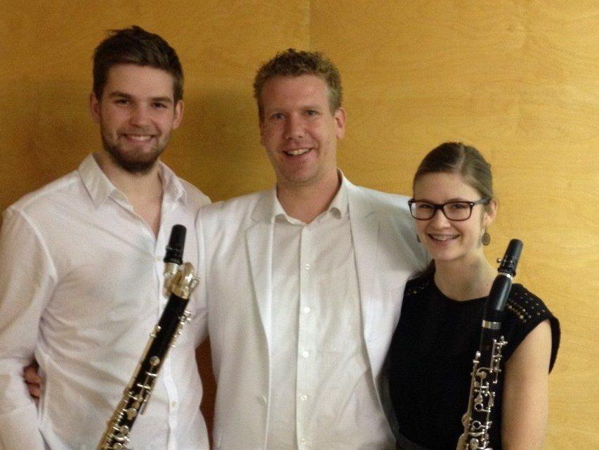 Gold für Magdalena Kaufmann mit Lehrer Christian Mathis und Maximilian Ponader.