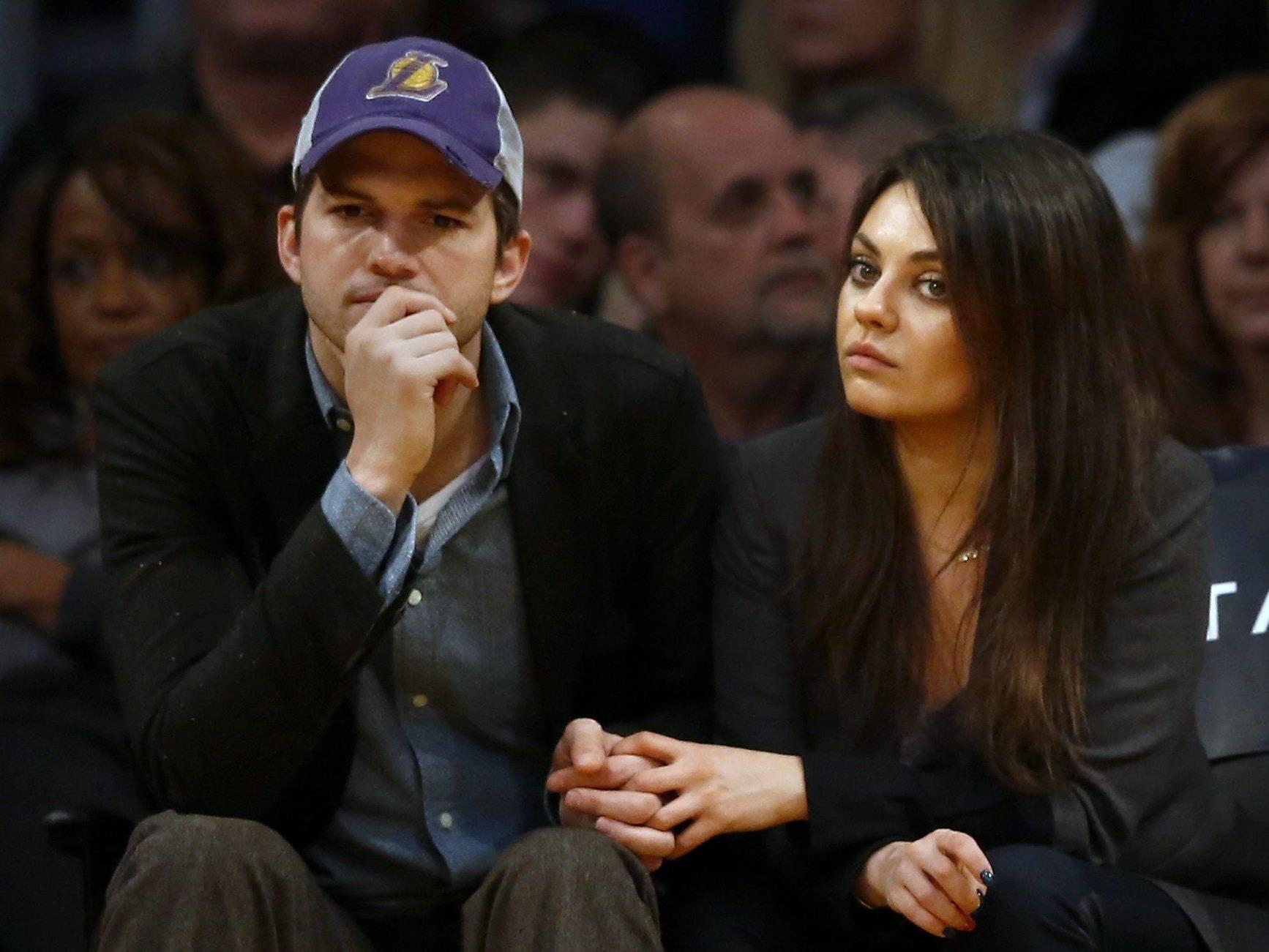Ashton Kutcher soll Mila Kunis einen Antrag gemacht haben.