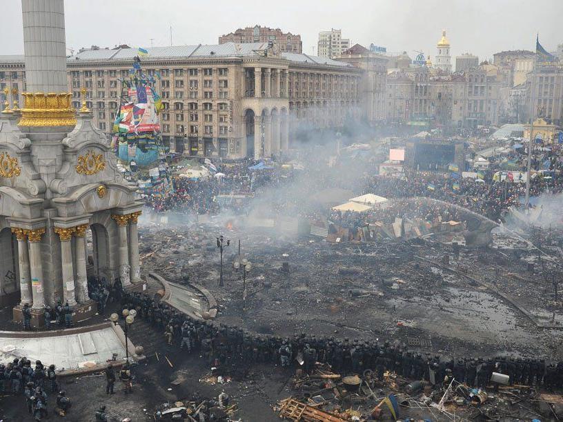 Der Unabhängigkeitsplatz in Kiew nach den Ausschreitungen heute Vormittag.