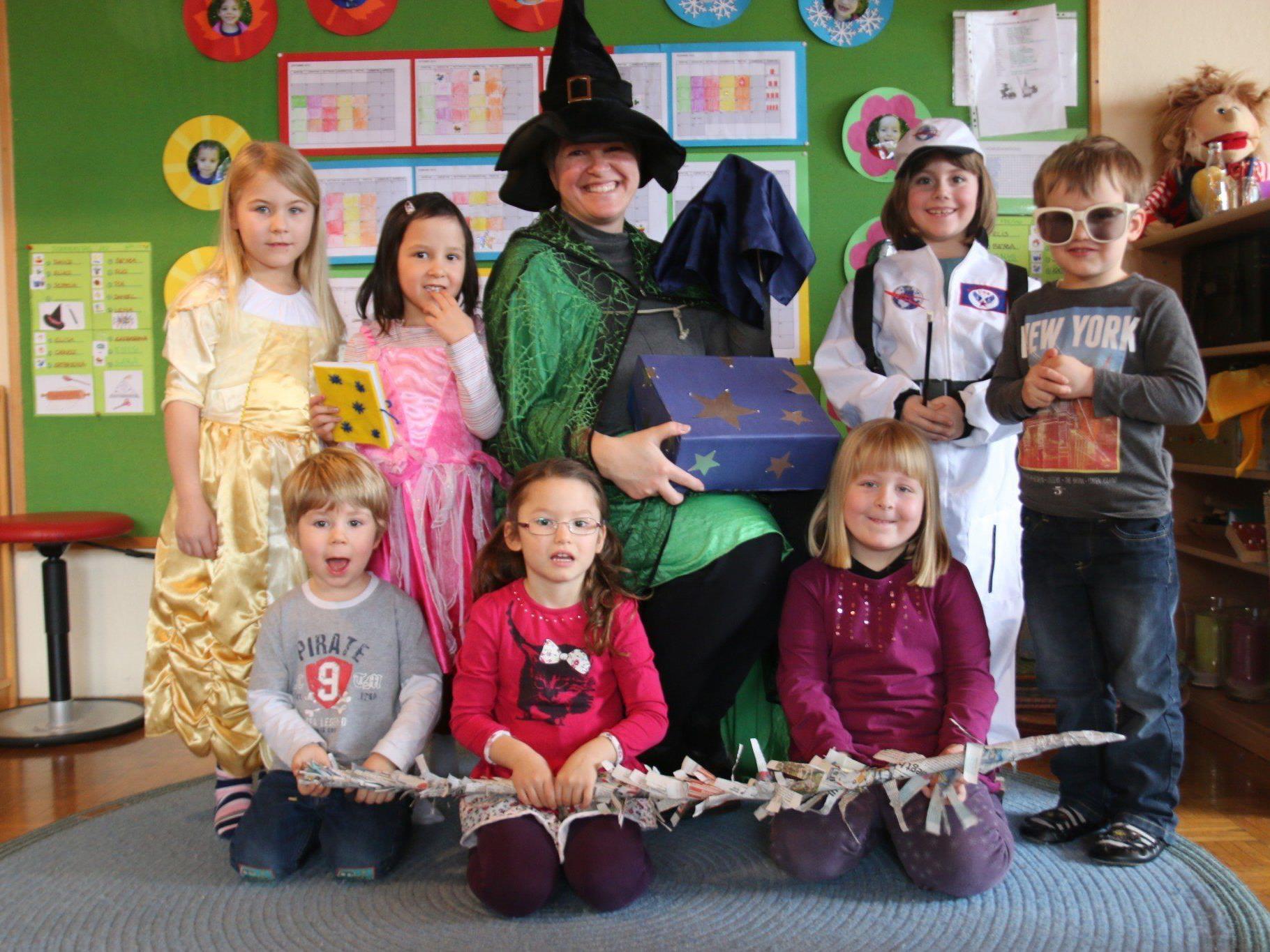 Ob Zauberhüte, essbare Zauberschlösser oder dem Schwungtuch – die Kindergartenkinder waren sichtlich begeistert.