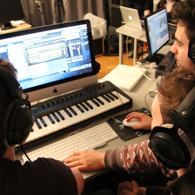 An den eigenen Songs feilen ist nur ein Teil der Workshops.