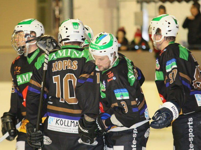 Großer Jubel im Lager von HC Samina Rankweil nach dem 5:0-Auswärtssieg in Herisau.
