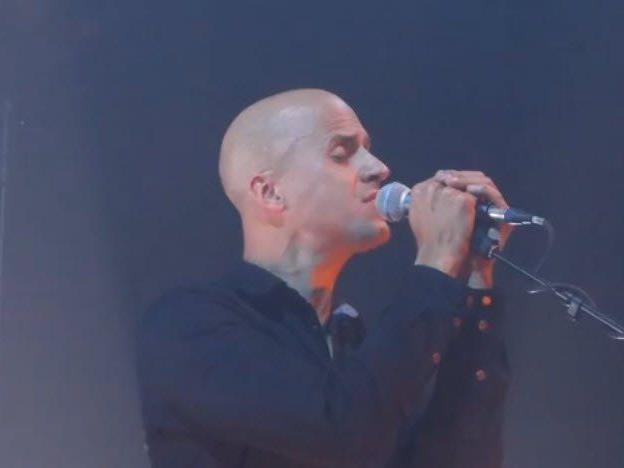 "Milow mit ""We must be crazy"" live in Leuven 2013."