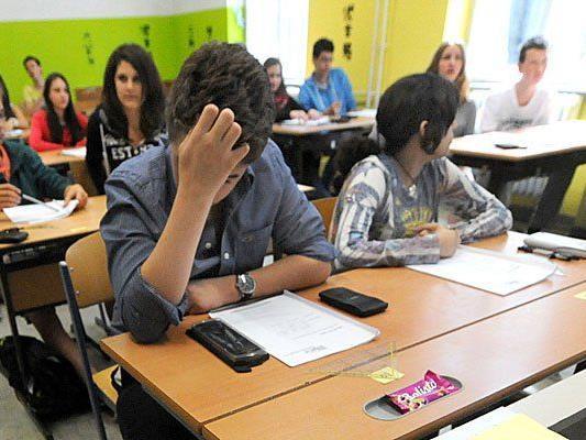 Eltern befürchten, dass die Beurteilung in der Mittelschule bei den Kindern mehr Stress verursachen könnte.
