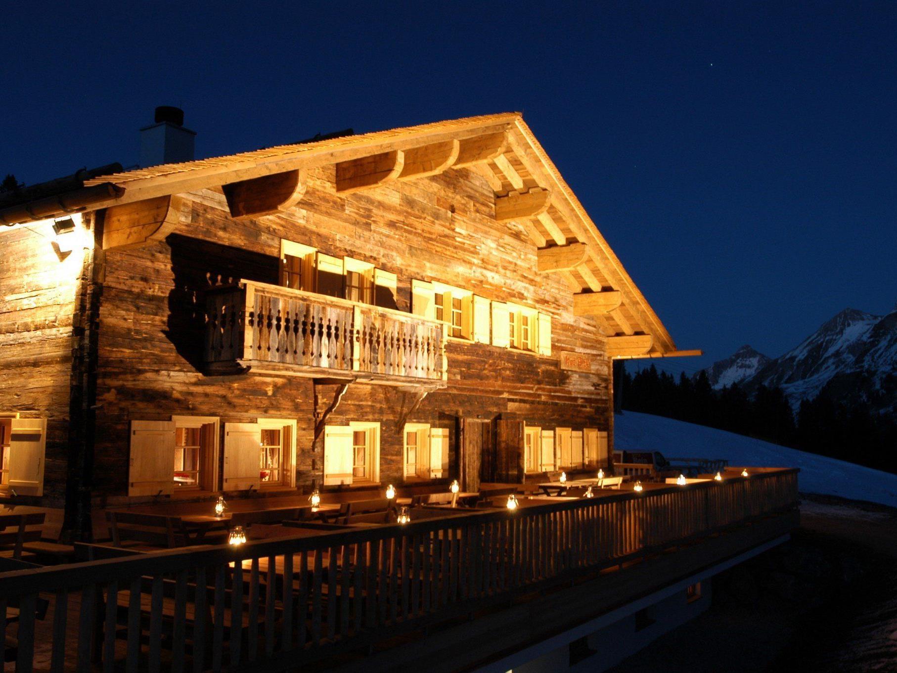 Die Rud-Alp ist eine traditionelle Hütte mit urgemütlichen Altholz-Stuben.