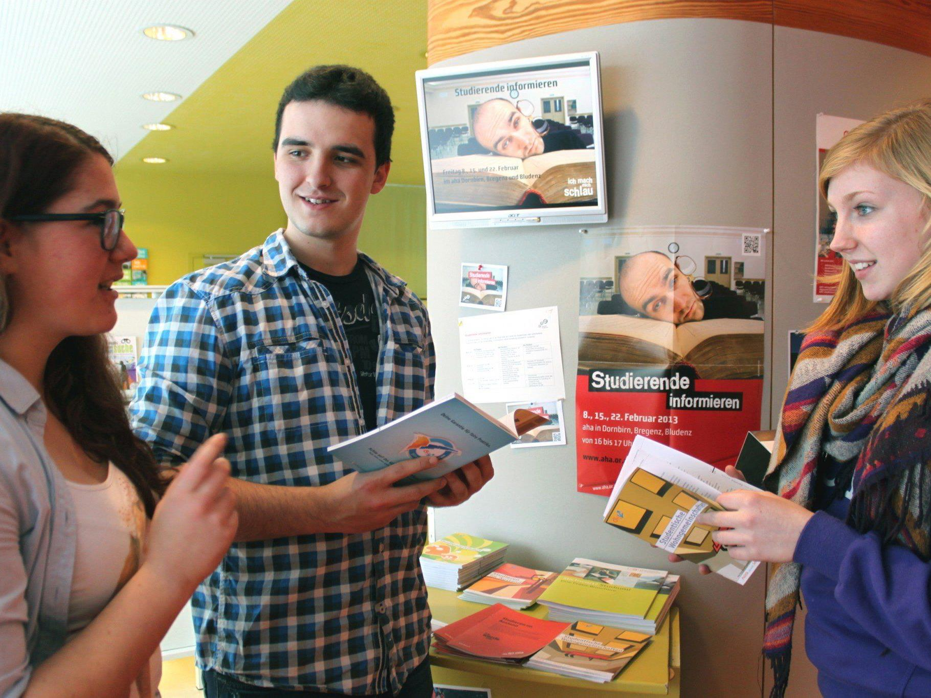 Studierende geben im aha Insider-Tipps zum Studienalltag.