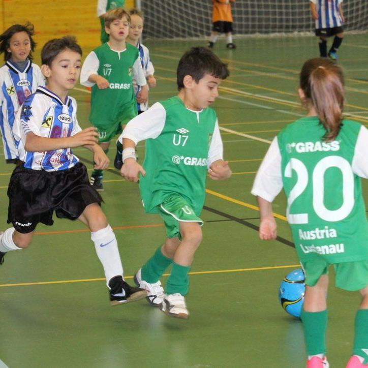 Das traditionelle Hallenfußballturnier in Hohenems beginnt mit vielen ausländischen Klubs.