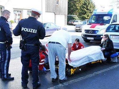 Da Verdacht auf innere Verletzungen bestannd, wurde die Frau ins Krankenhaus gebracht.