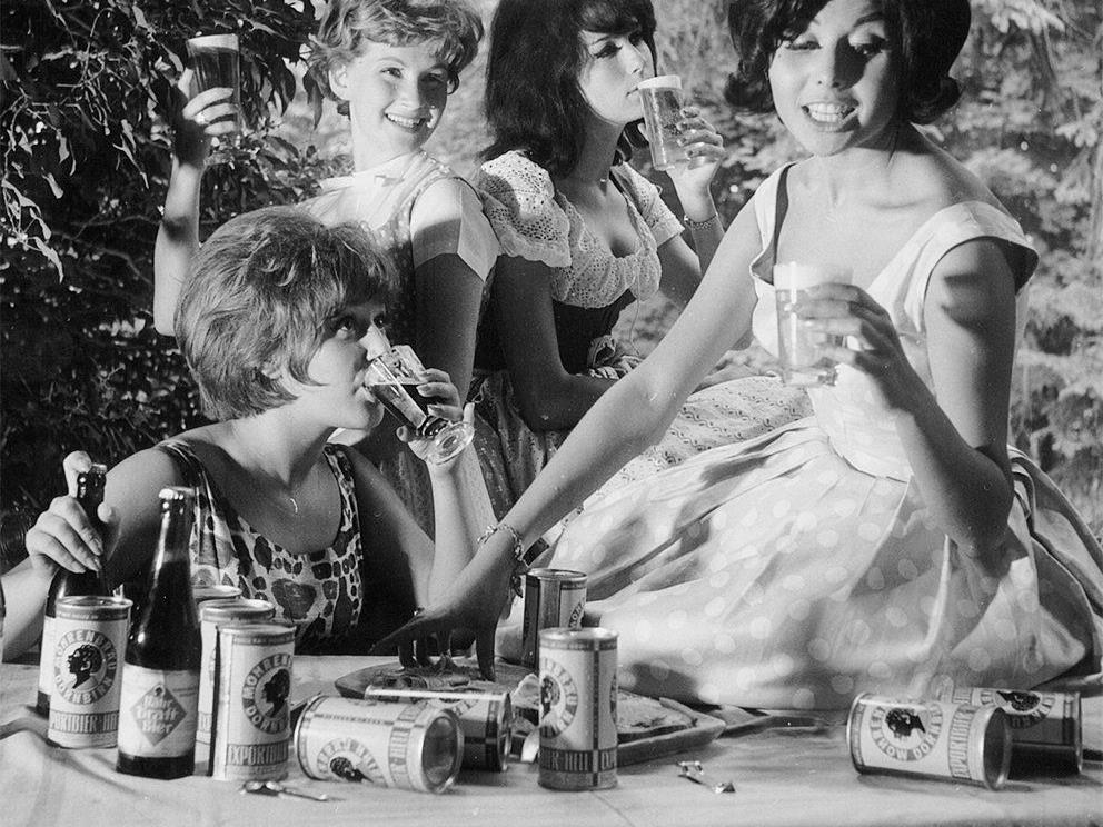 Zwölf Frauen können bei der Mohrenbrauerei das neue Frauenlauf-Bier zubereiten.