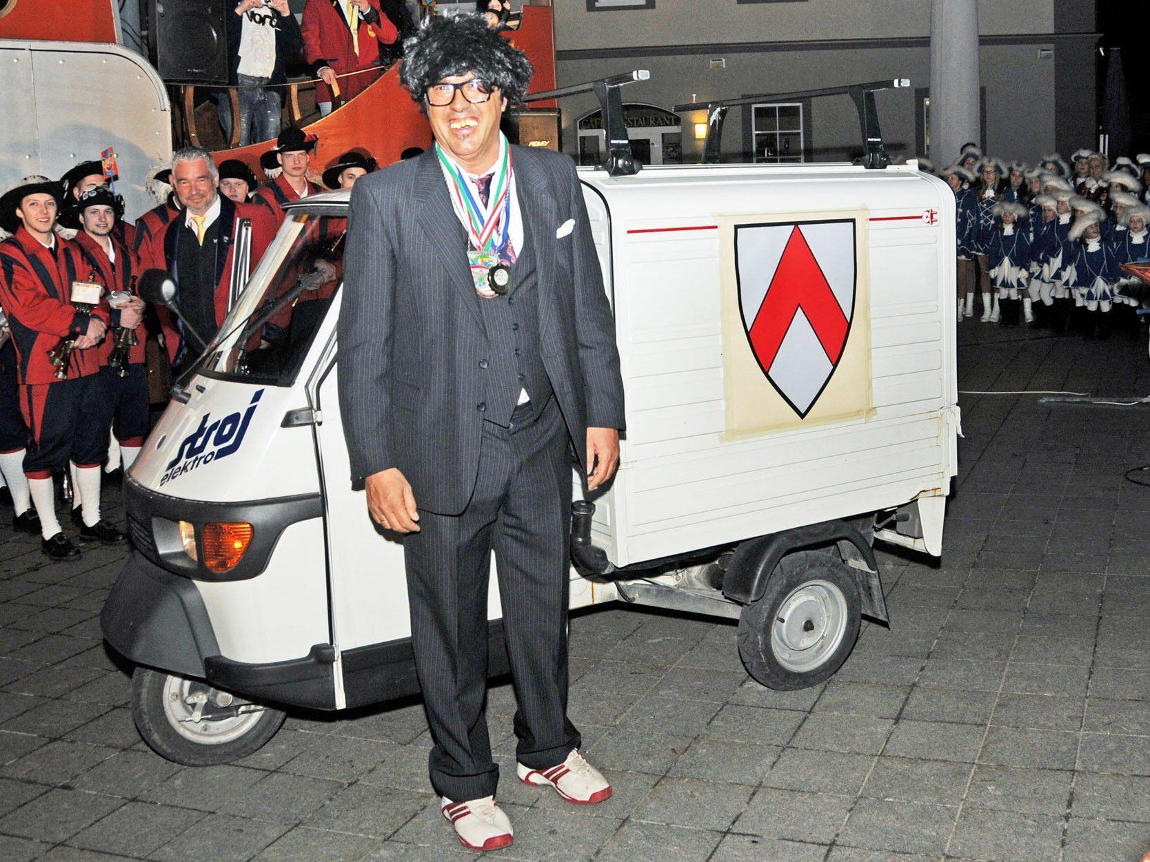 Das neue flotte Dienstfahrzeug samt Höchster Wappen für den abgesägten Bürgermeister.