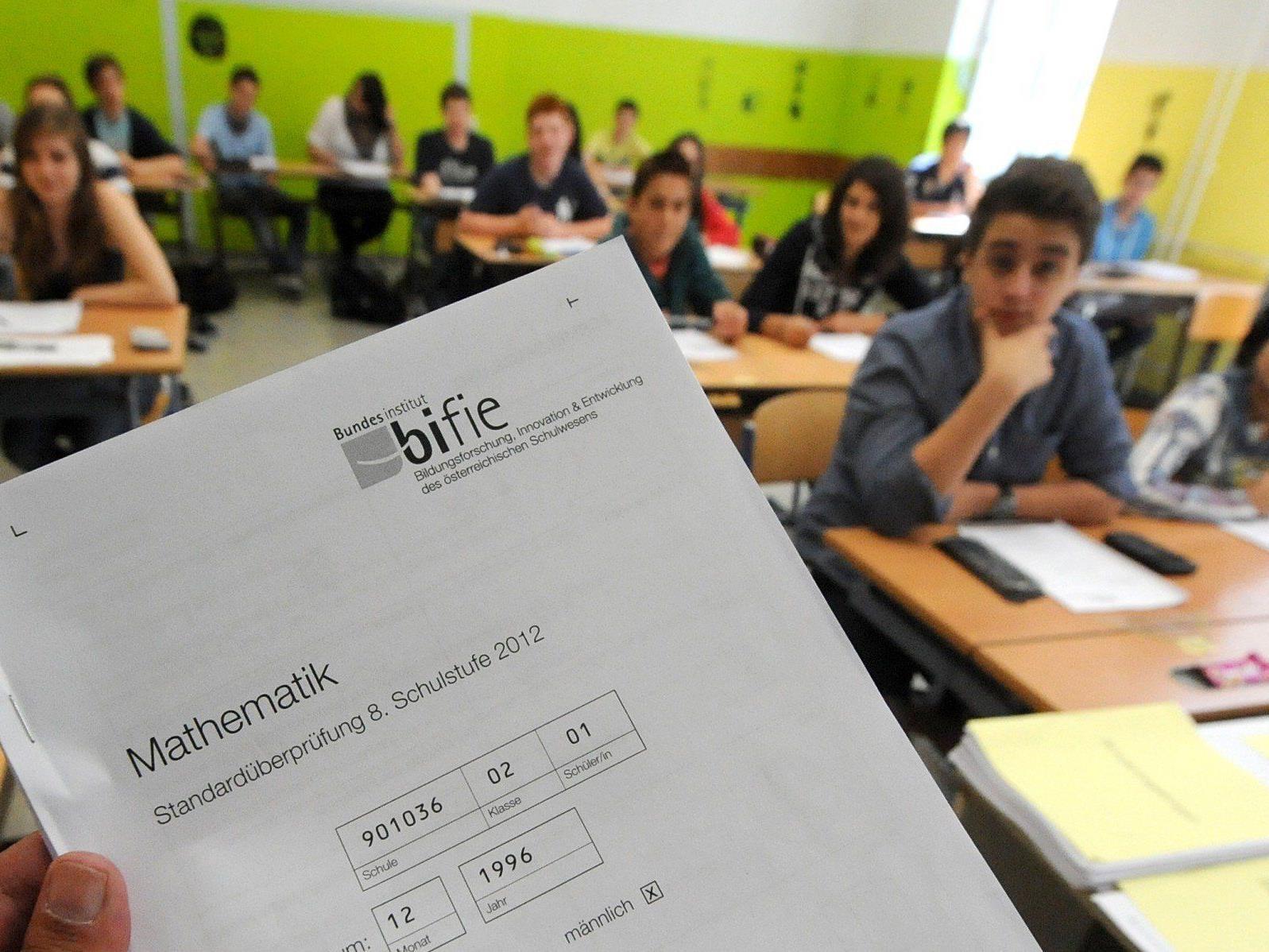 Ein Bildungsforscher mahnt, die Test-Ergebnisse nicht über zu bewerten.