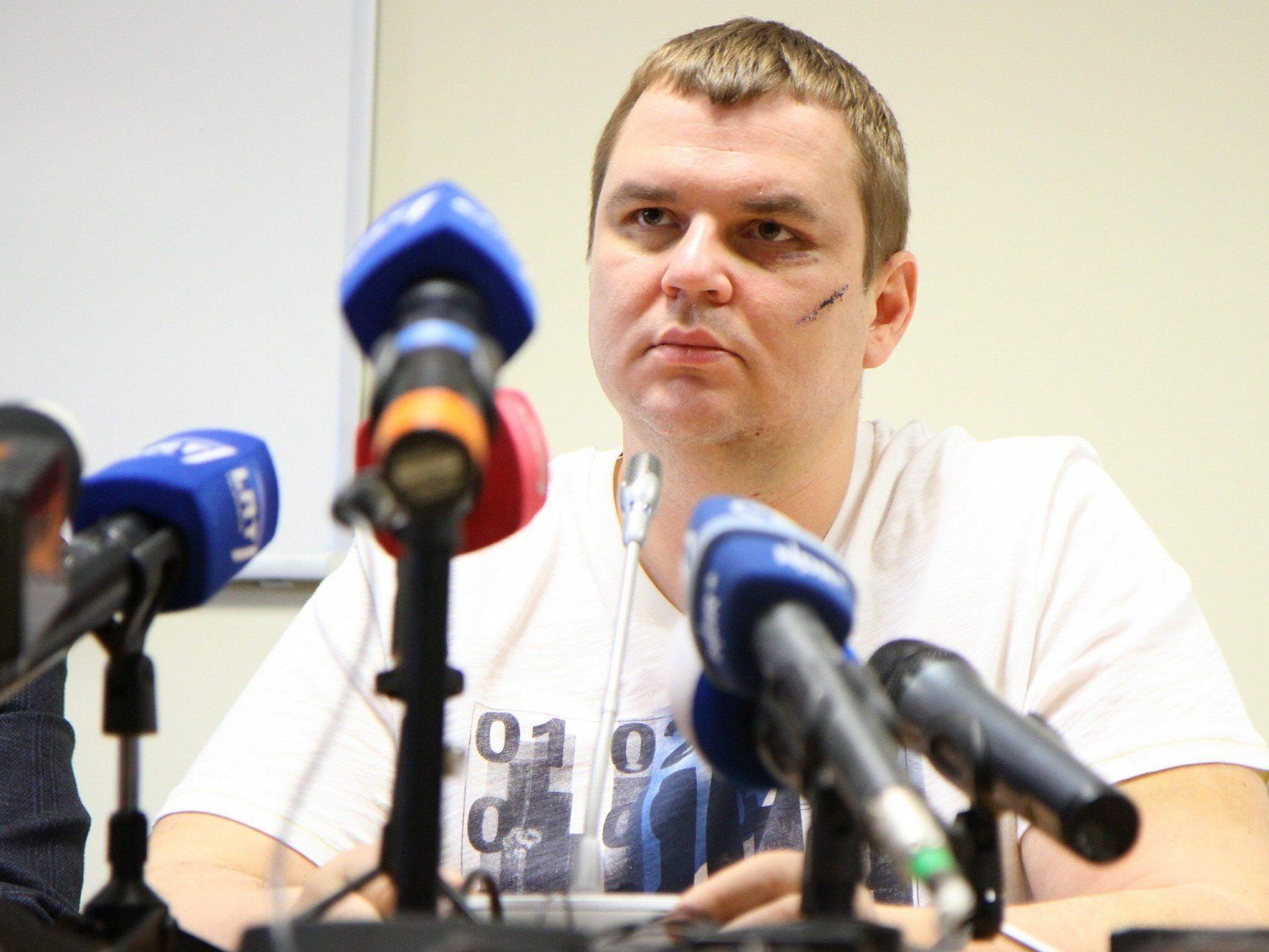 "Regierungskritiker erhebt Vorwürfe gegen ""russischsprachige Folterer""."