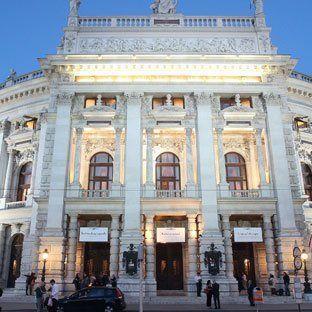 Burgtheater - Verdacht auf zahlreiche Straftaten