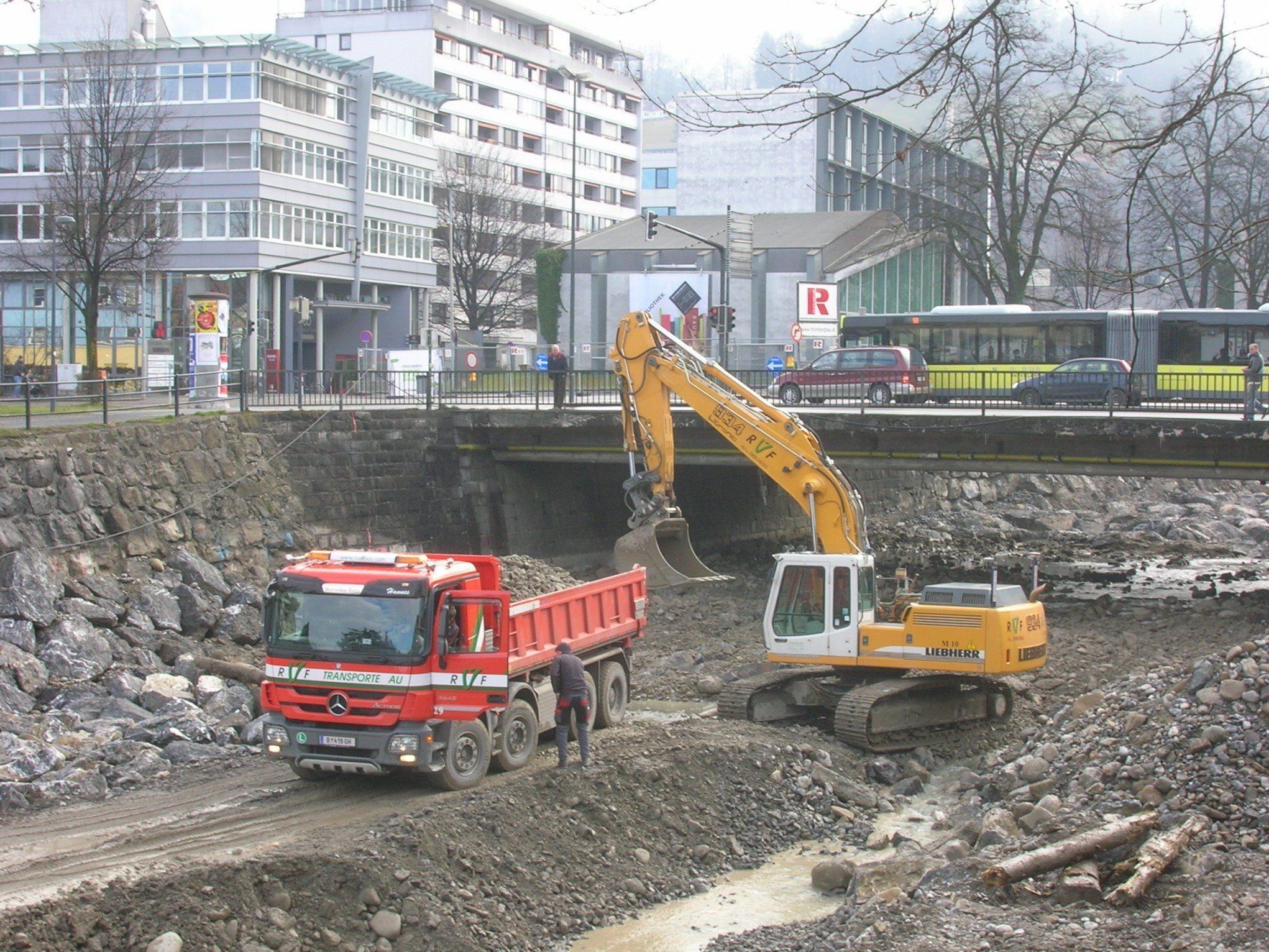 Die sanierung der Ufermauern dauert noch an.