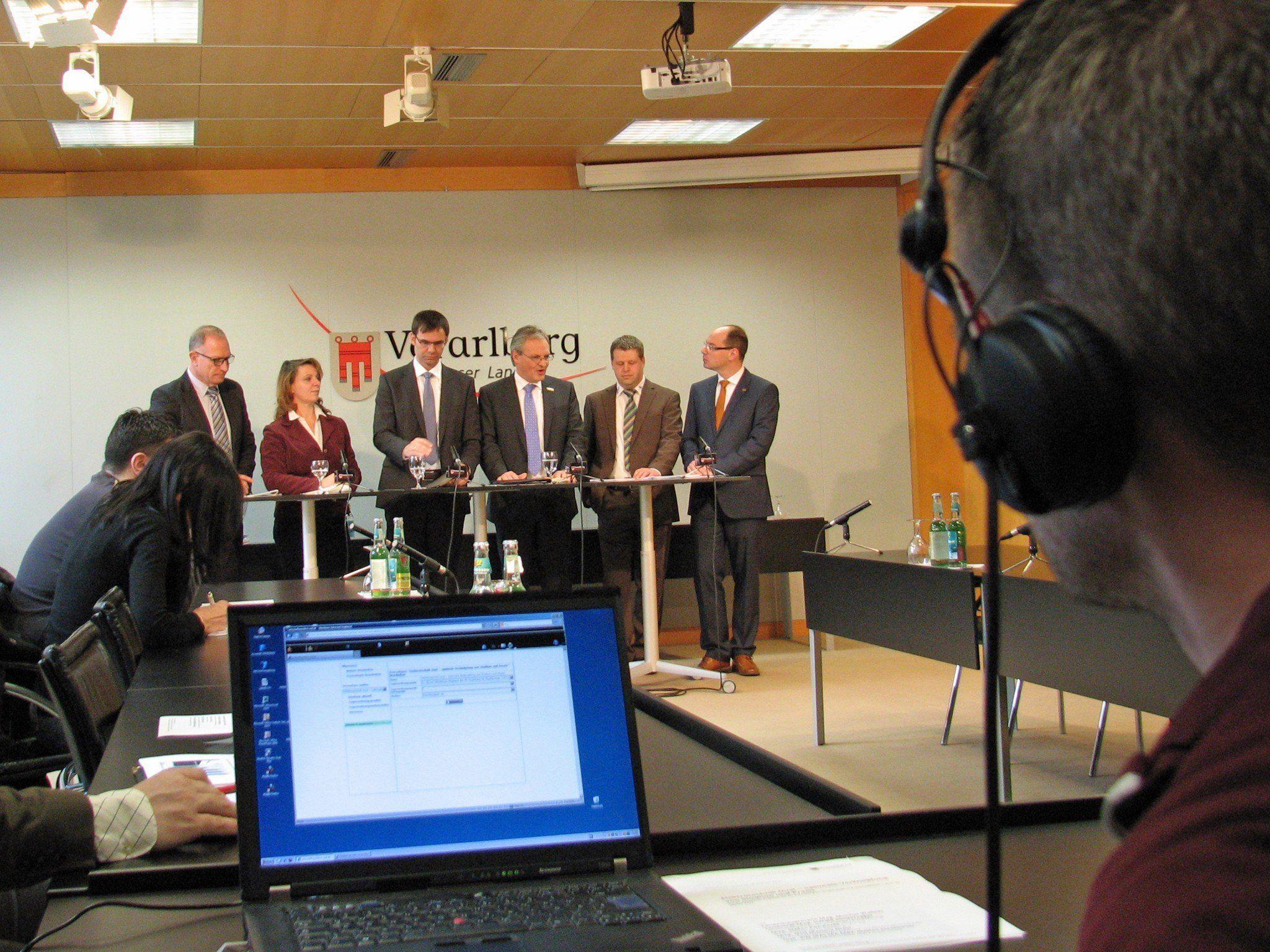 LH Wallner, LR Sonderegger, FH-Geschäftsführer Fitz-Rankl sowie Martina Draxl (Baur Prüf- und Messtechnik) und Steffen Steckbauer (Lorünser Austria) nahmen Stellung zum neuen FH-Studium Elektrotechnik Dual