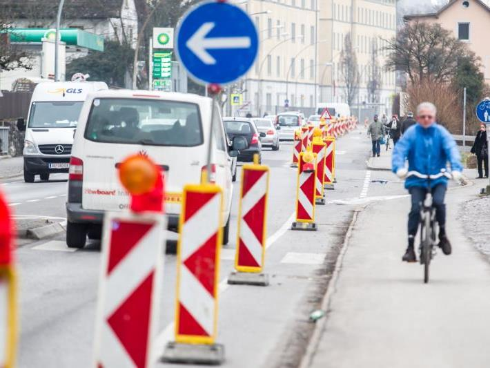 Für die Radfahrer wurde die Busspur zu einem Radweg umfunktioniert.