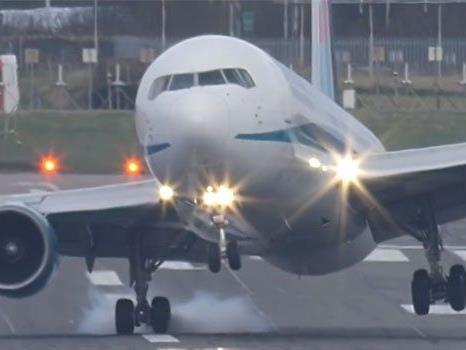 Die Landung dieser Boeing 767 in Birmingham war alles andere als Standard.