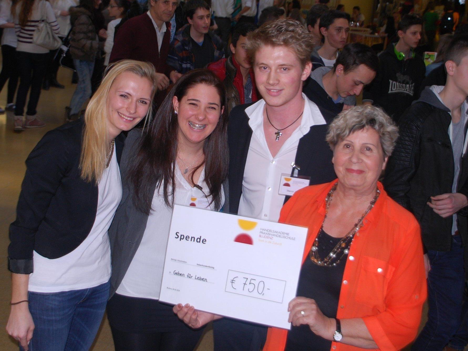 Der Verein Geben für Leben erhielt eine Spende von 750 Euro von den Schülern der HAS Bludenz.