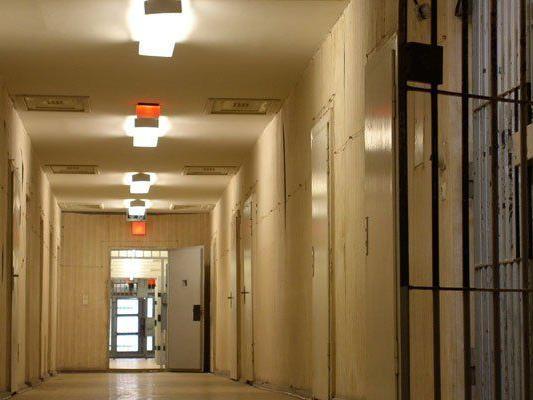 Häftling als Friseur tötete Gefängnisdirektor beim Haareschneiden