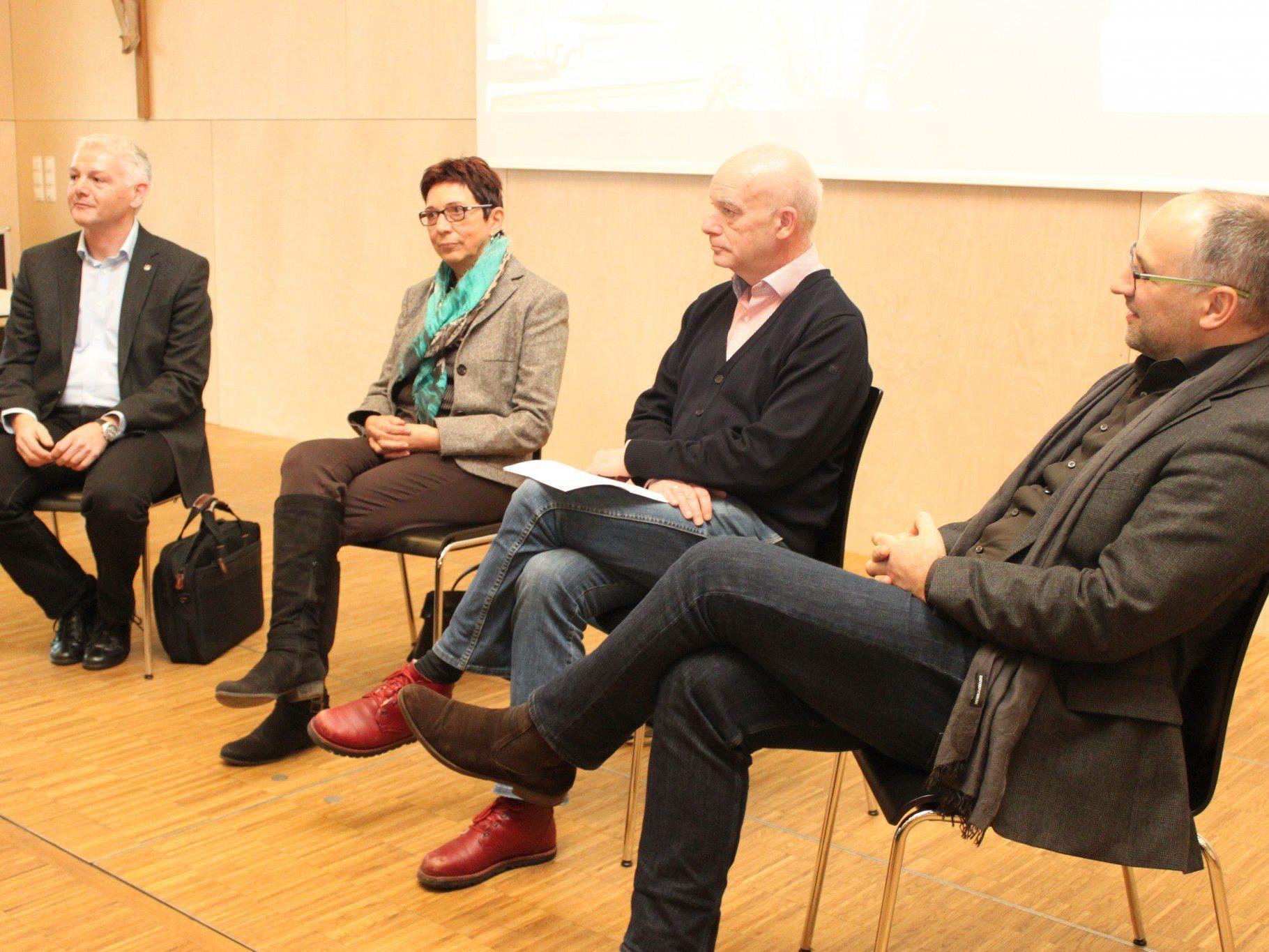 Die Expertenrunde im Gespräch zum Thema.