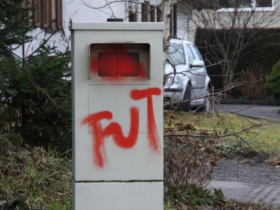 Beide Radarboxen in der Appenzellerstraße wurden besprüht.