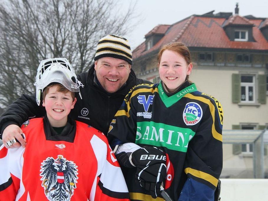 Für ÖEHV-Teambetreuer Alexander Beck und sein Sohn Felix und für fünf weitere Vorarlberger Cracks ruft die Moskitos WM in Kanada.