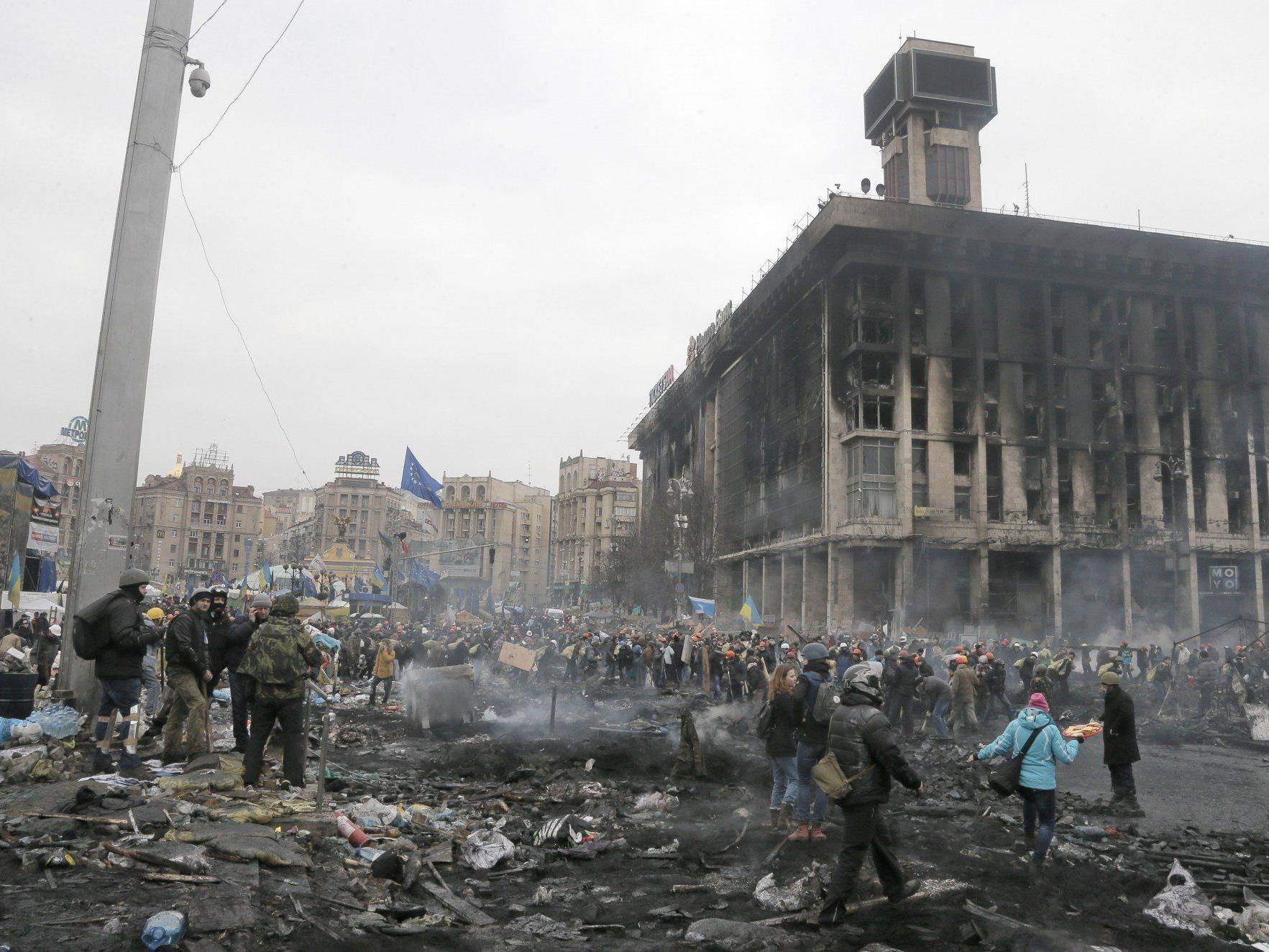 """""""Waffenruhe"""" endete im Blutbad: Mindestens 60 Tote nach neuerlichen Straßenschlachten in Kiew."""