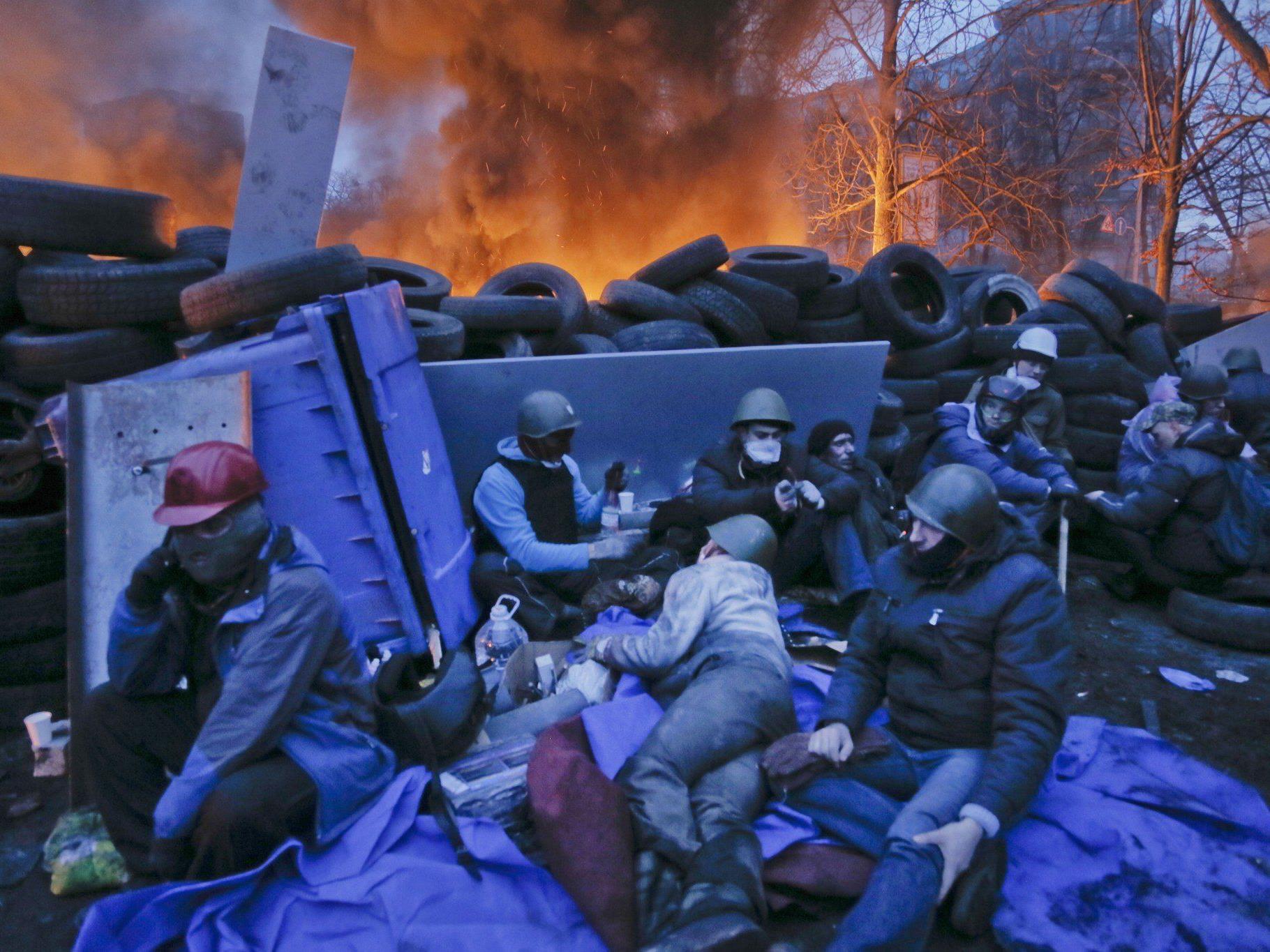Blutige Straßenschlachten in Kiew - Ringen um politische Lösung.
