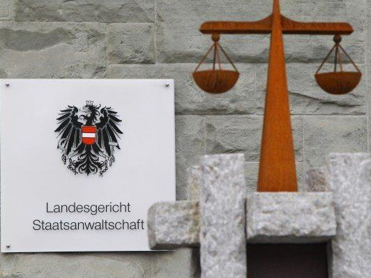 Schuldig gesprochen wurde der Bludenzer nach seinem respektlosen Verhalten auf der Polizeiinspektion Bludenz bei der gestrigen Hauptverhandlung am Landesgericht Feldkirch jedoch nur wegen versuchter Sachbeschädigung.