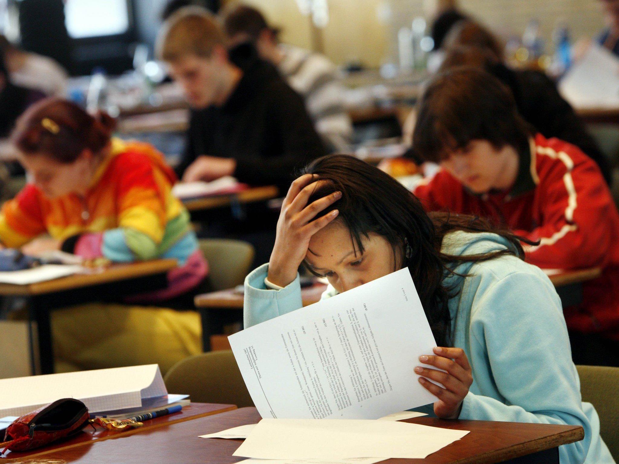 Zugangsbeschränkungen an den Unis machen die Matura in den Augen einiger als Studiumsberechtigung überflüssig.