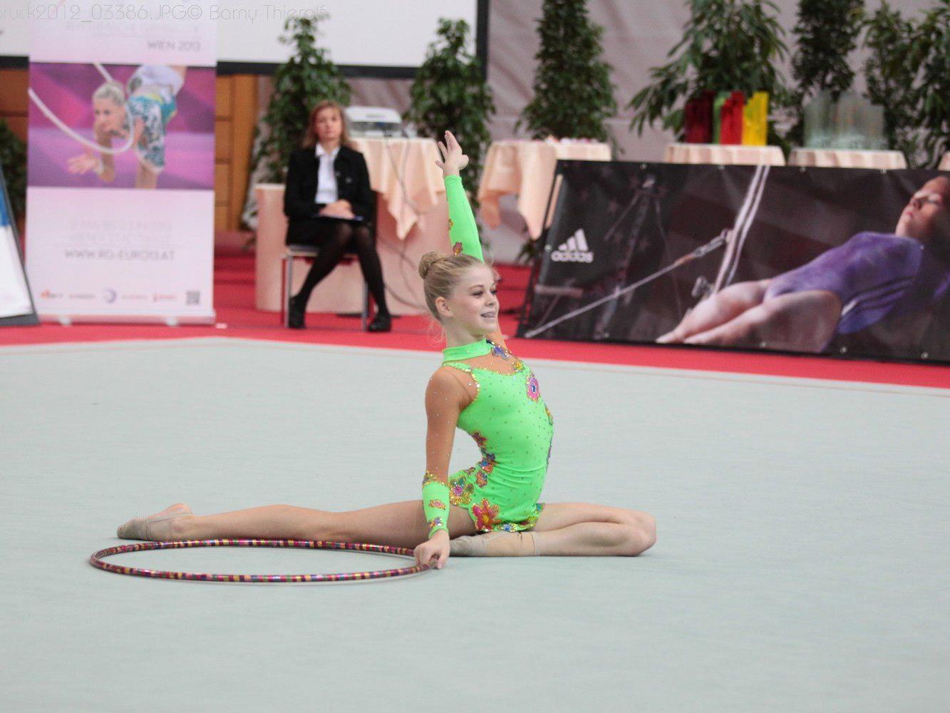 Die Röthner Gymnastin Noelle Breuss befindet sich auf den Spuren von Caro Weber.
