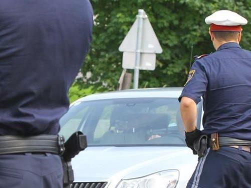 Die Polizei fahndet nach dem Exhibitionisten.