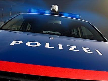 Frau in Feldkirch von zwei Unbekannten ausgeraubt. Polizei sucht Zeugen.