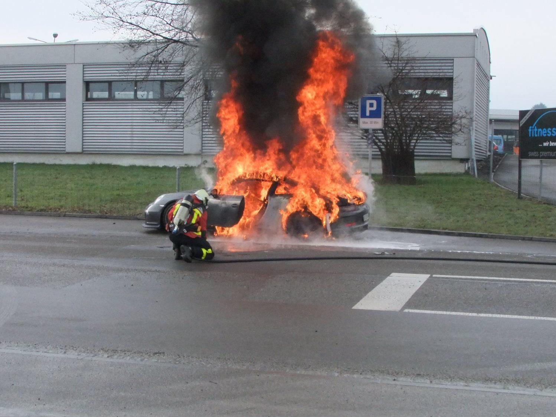 Porsche GT3 im Schweizerischen Gossau komplett ausgebrannt.