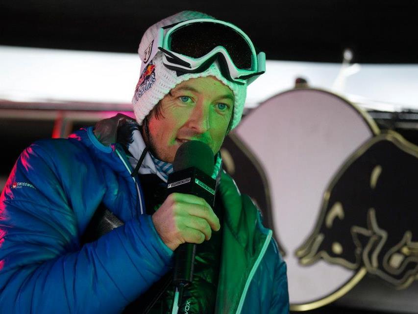"""Der Rankweiler Christian """"Chisi"""" Speckle moderiert in Sotschi die Snowboard-Bewerbe."""